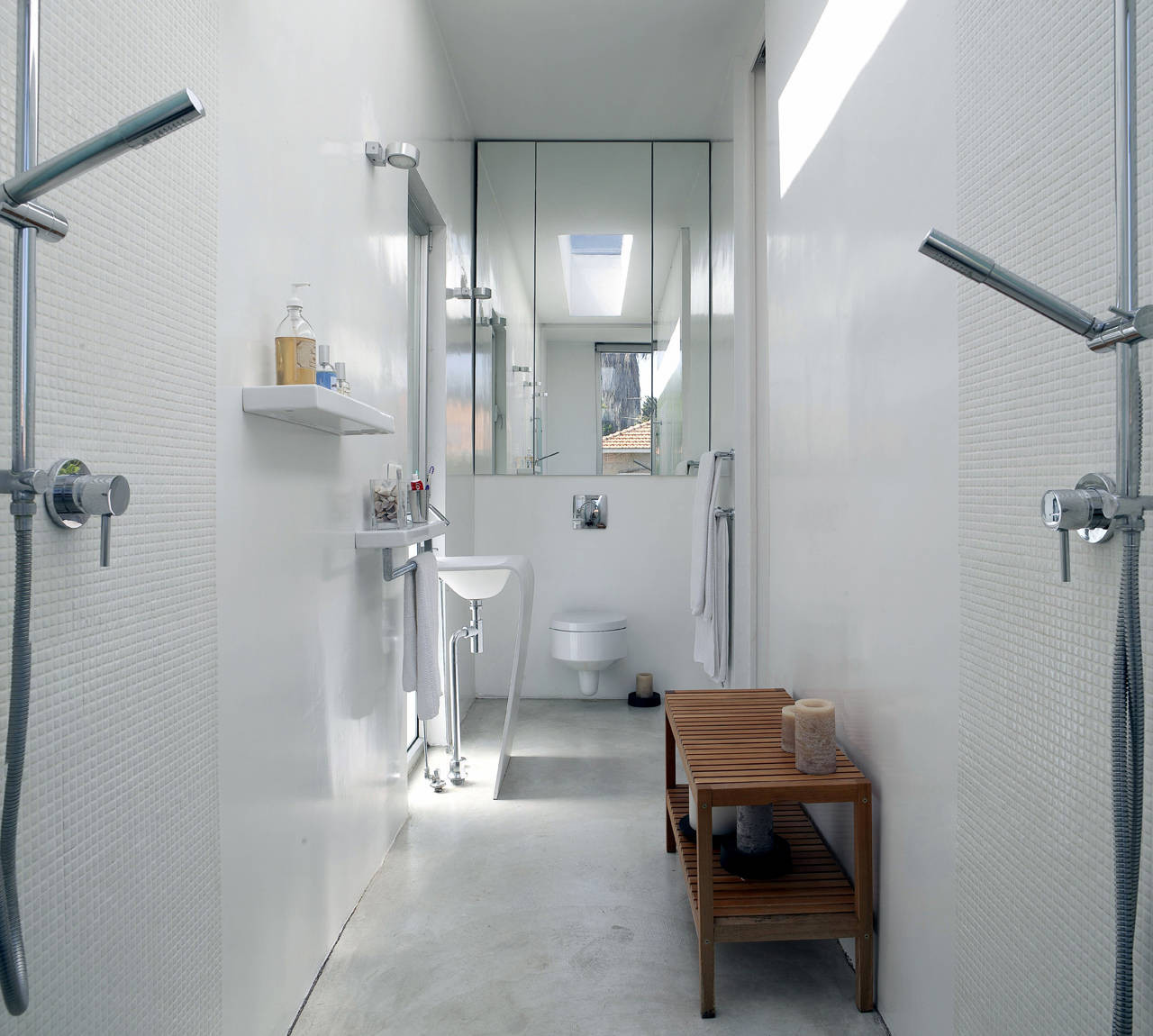Gallery of house n sharon neuman architects oded stern for Narrow ensuite ideas