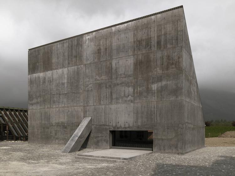 Plantahof Auditorium / Valerio Olgiati, © Javier Miguel Verme