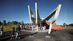 Templestowe Reserve Sporting Pavilion / Phooey Architects