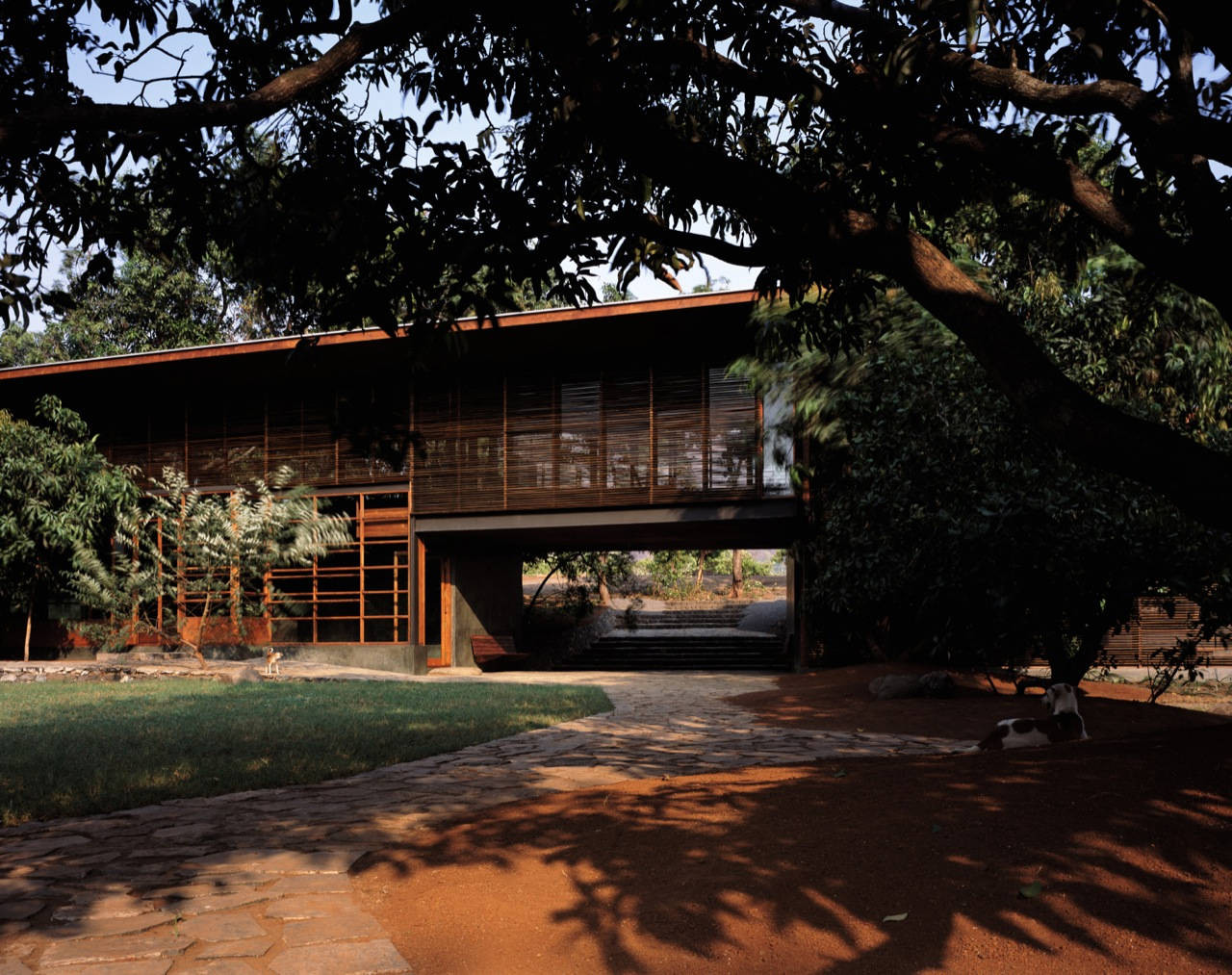 Belavali House / Studio Mumbai, © Helene Binet