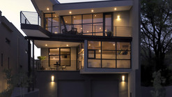 Fractured House / Studio H:T