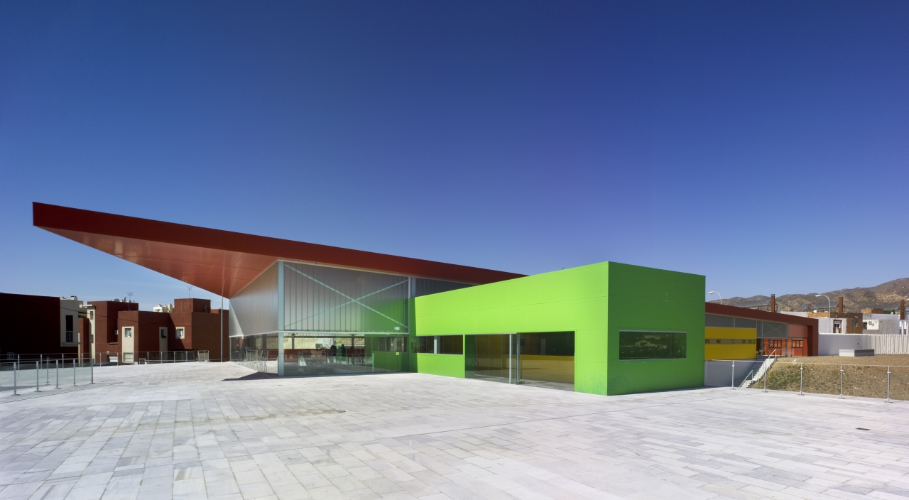 """Los Almendros"" Social Center / Ferrer Arquitectos, © David Frutos"