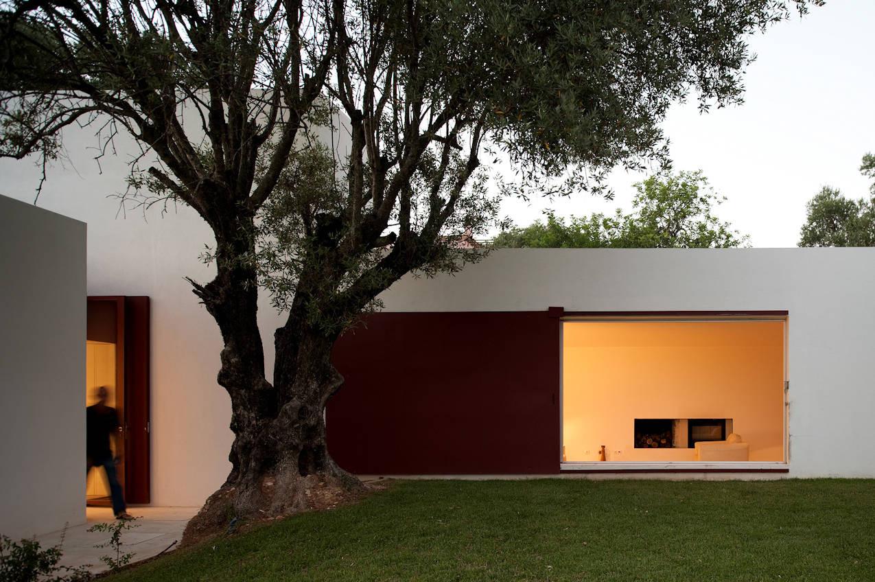 House of Agostos / Pedro Domingos Arquitectos, © FG+SG - Fernando Guerra
