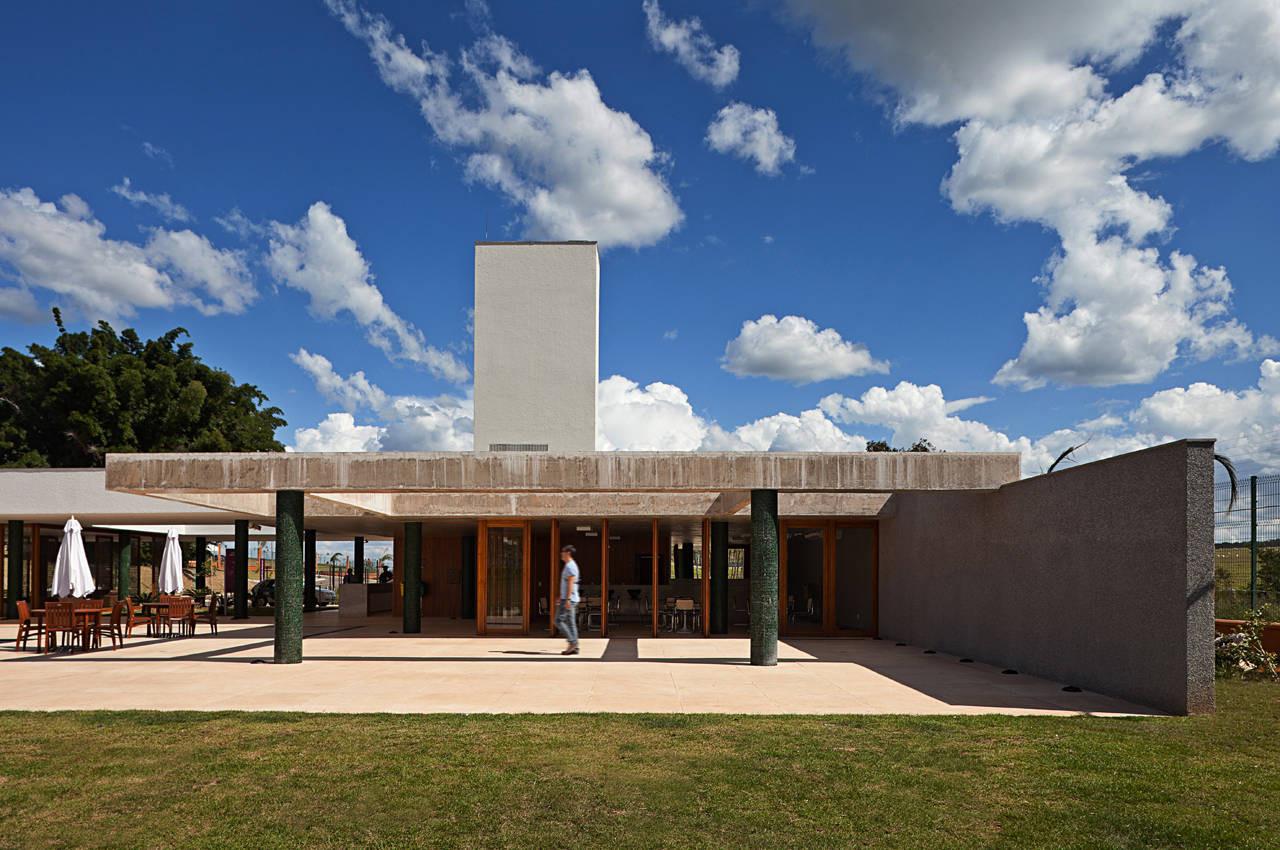 Alphaville Brasilia Club House / DOMO Arquitetos, © Haruo Mikami