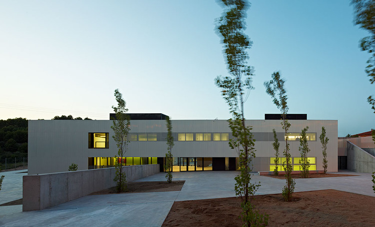 "Kindergarden, Primary and Secondary School ""Les Vinyes"" / MMDM Arquitectes S.C.P., © Eugeni PONS"