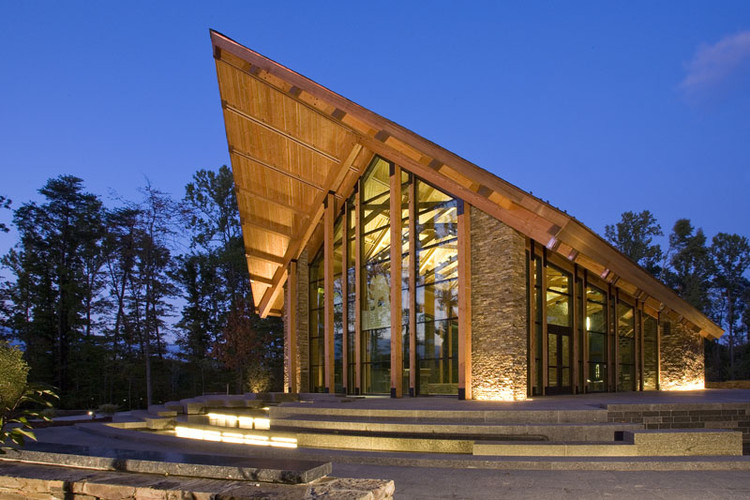 Semper Fidelis Memorial Chapel / Fentress Architects, © Jason A. Knowles