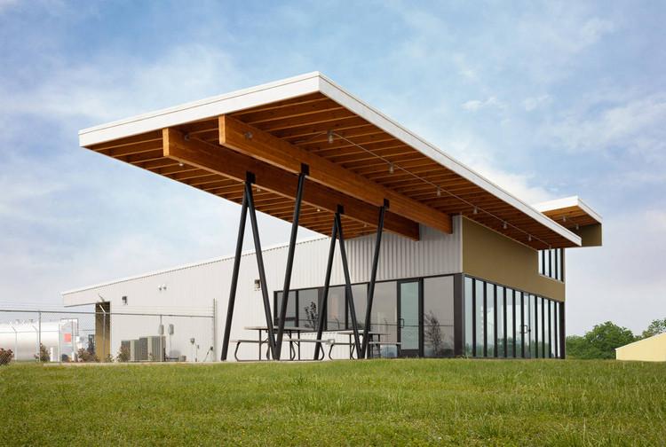 Carroll County Airport Terminal / Modus Studio, © Rett Peek