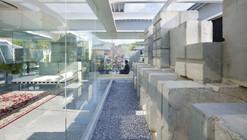 Glass House for Diver / Naf Architect & Design
