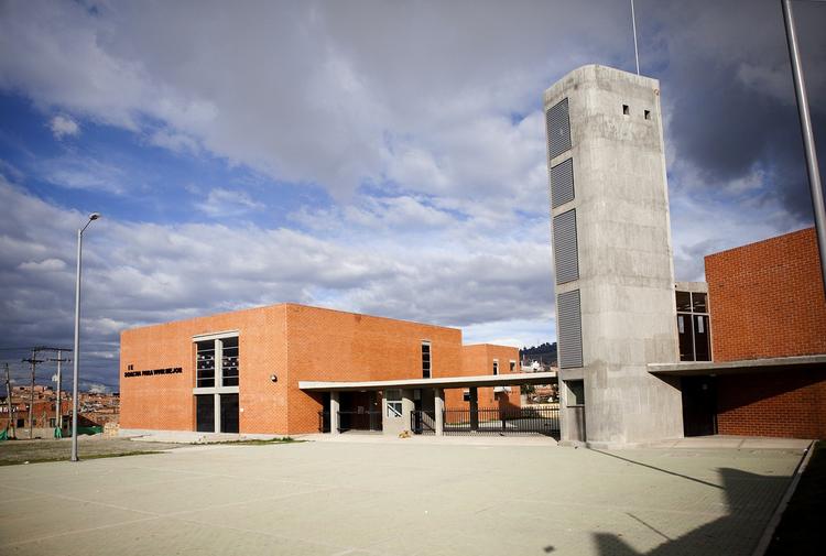Colegio en Soacha / Alejandro Peña Cuéllar, © Nicolás Cabrera & Juan Fleing