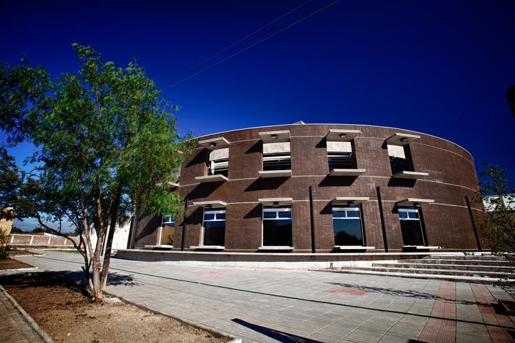Centro Cívico Cultural de El Bosque / ArqDesign Arquitectos Consultores Ltda., © Andrey Nikolskiy – Radical Studio