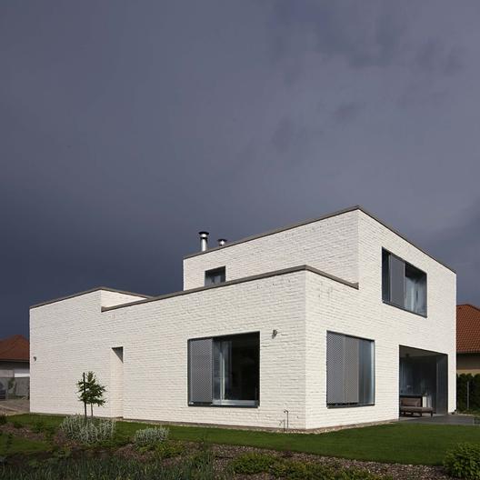 House In Dunaujvaros / ZSK Architects