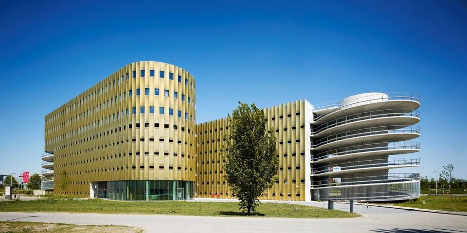 Gallery of Estacionamiento / JHK Architecten - 2