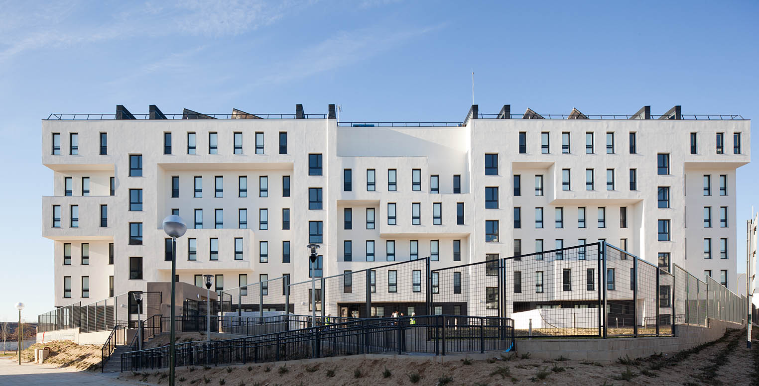 42 Social Housing in the New District of Barajas / B10+N Architects
