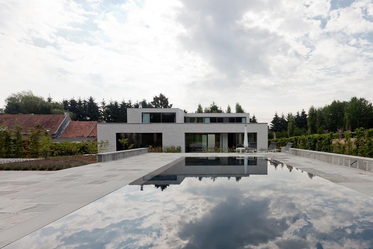 Courtyard House VW / Areal Architecten, © Cafeine © Thomas De Bruyne