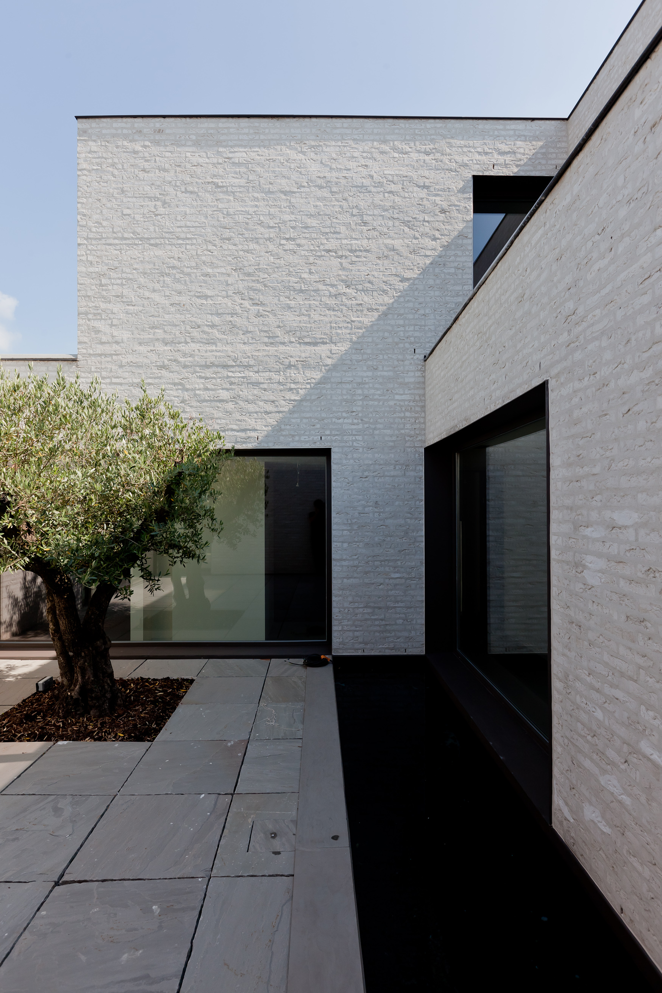 Gallery of courtyard house vw areal architecten 8 for Contemporary courtyard houses