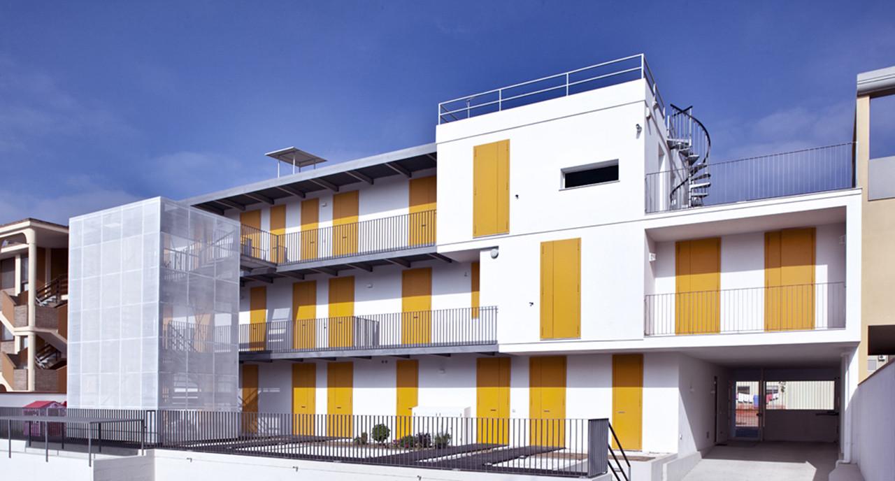 Social Housing in Elmas / 2+1 officina architettura, Courtesy of Pierluigi Dessì / Confinivisivi