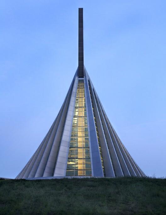 Jason A. Knowles © Fentress Architects