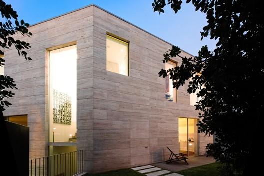 L02cr house arqx architects archdaily for Casa moderna esquina