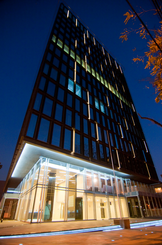 Edificio Plaza Bellet / Alemparte - Morelli & Asociados Arquitectos, © Marcos Mendizával