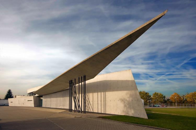 Clássicos da Arquitetura: Estação do Corpo de Bombeiros de Vitra / Zaha Hadid Architects, © Wojtek Gurak