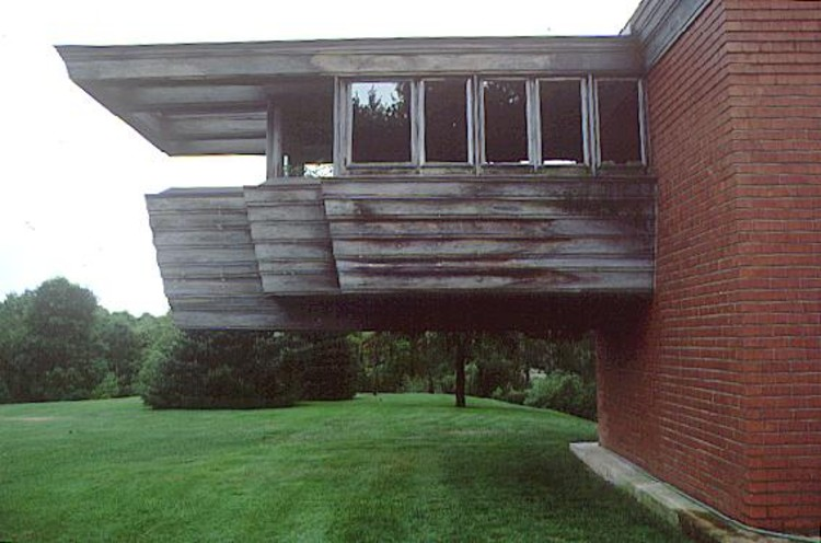 Ad classics wingspread frank lloyd wright archdaily for Mobili bauhaus repliche