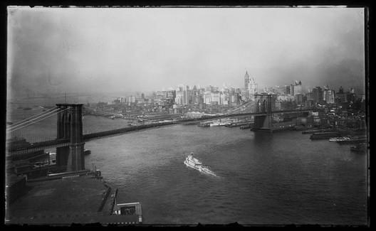 Brooklyn Bridge 1905 Courtesy of Flickr CC License /  George P. Hall & Son