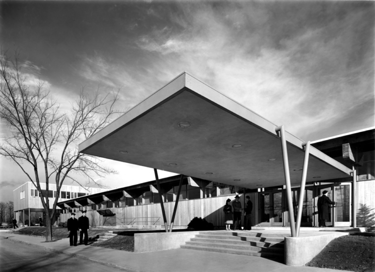 AD Classics: Great Lakes Naval Training Center, Hostess House / SOM, © Hedrich Blessing