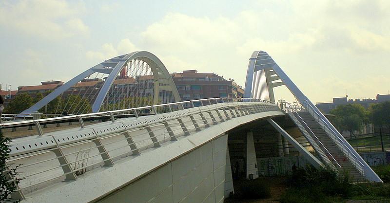 Ad classics bac de roda bridge santiago calatrava for Gimnasio bac de roda