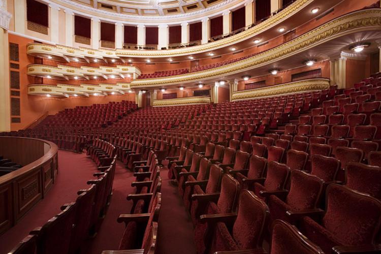 AD Classics: Armenian Opera Theater / Alexander Tamanian, © MontyofArabia / Wikimedia Commons