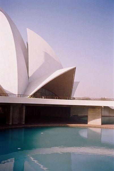 AD Classics: Lotus Temple / Fariborz Sahba