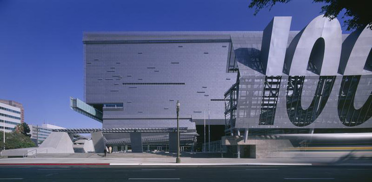 Flashback: Caltrans District 7 Headquarters / Morphosis Architects, © Roland Halbe