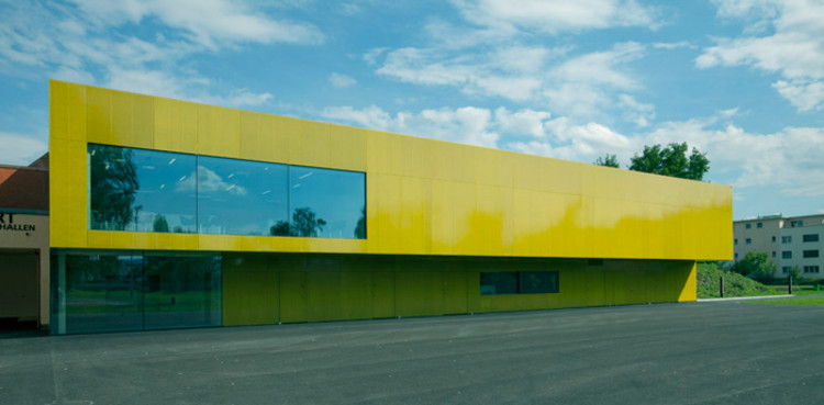 Extension of the multifunctional double sports halls in the Eichi Centre Niederglatt / L3P Architects, © Vito Stallone