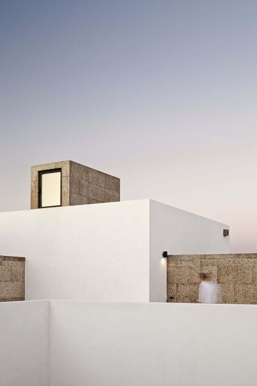 Villa Extramuros / Vora Arquitectura, © Adrià Goula