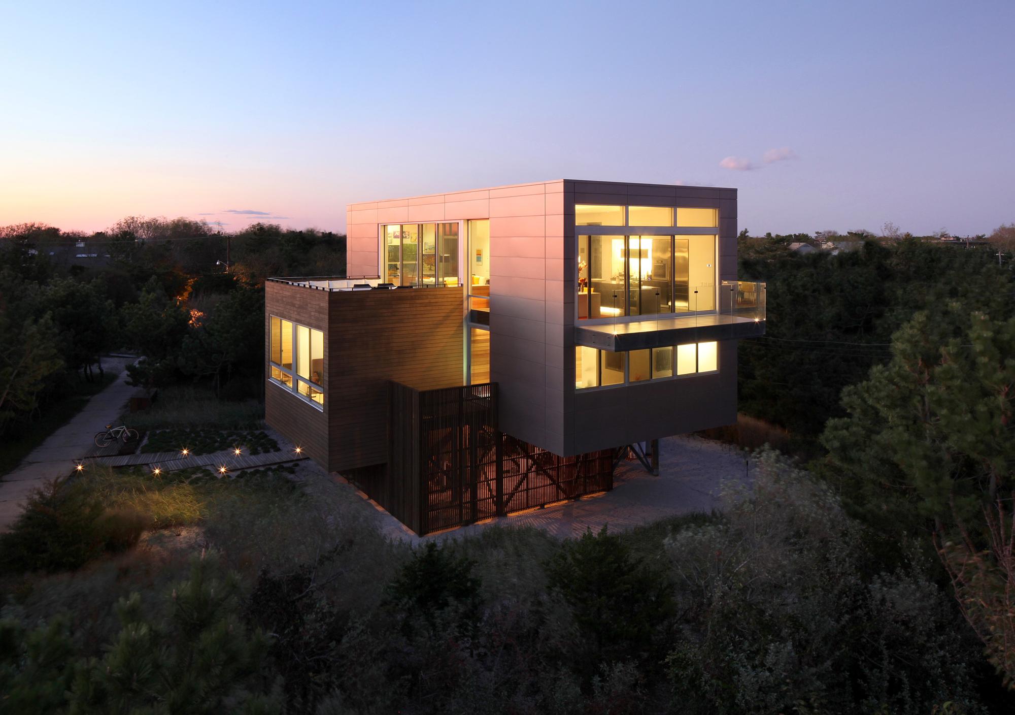 Beach Walk House / SPG Architects