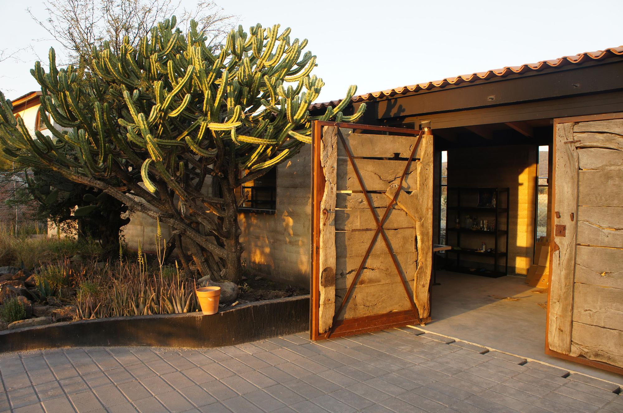 Studio House Sabinos / Juan Carlos Loyo Arquitectura