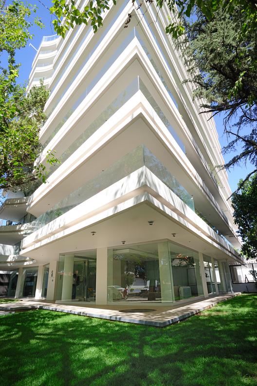Edificio El Bosque / Pablo Guerra Arquitectos, © Daniel Serio