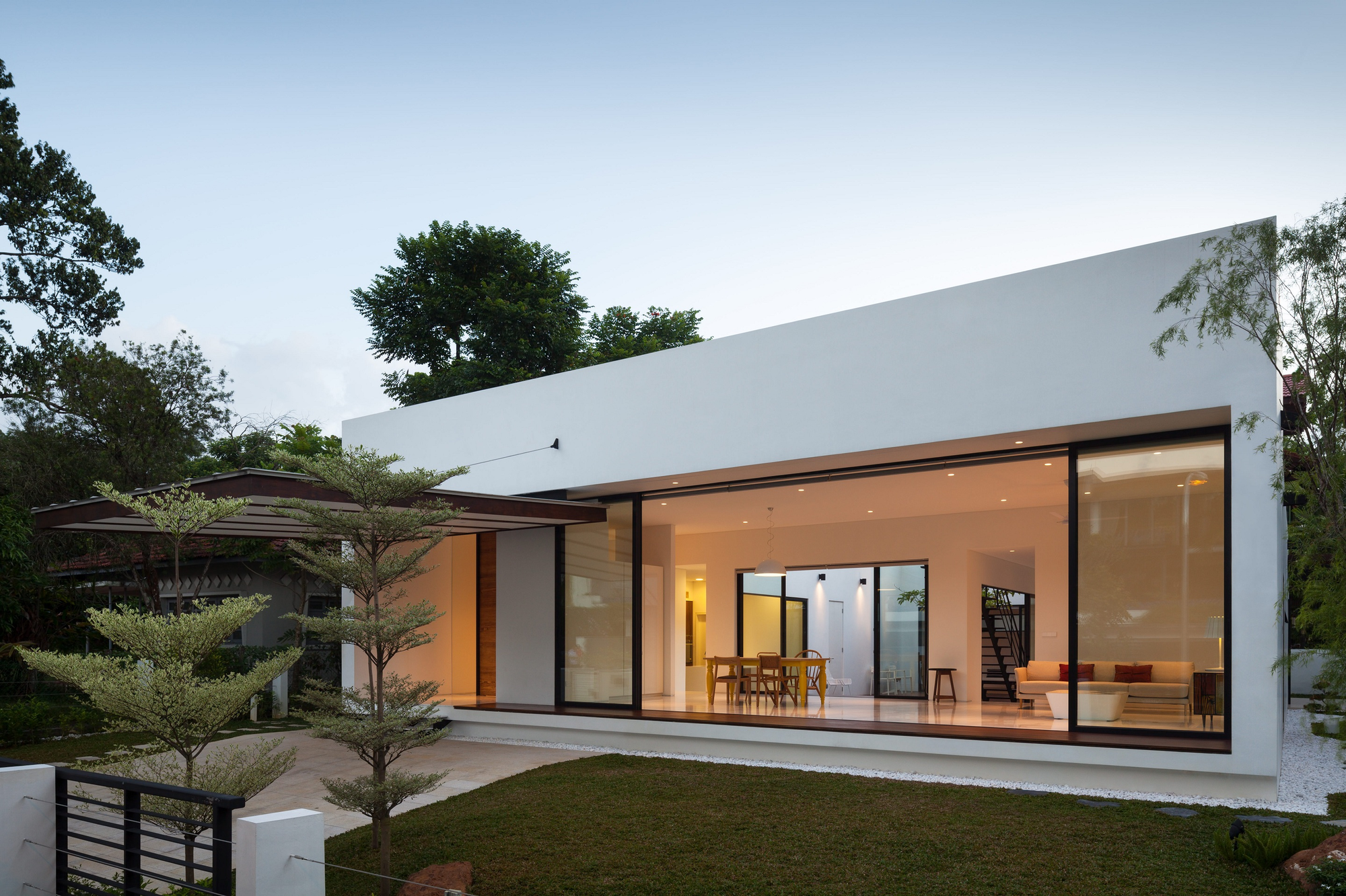 Mandai courtyard house atelier m a archdaily for Minimalist house with courtyard