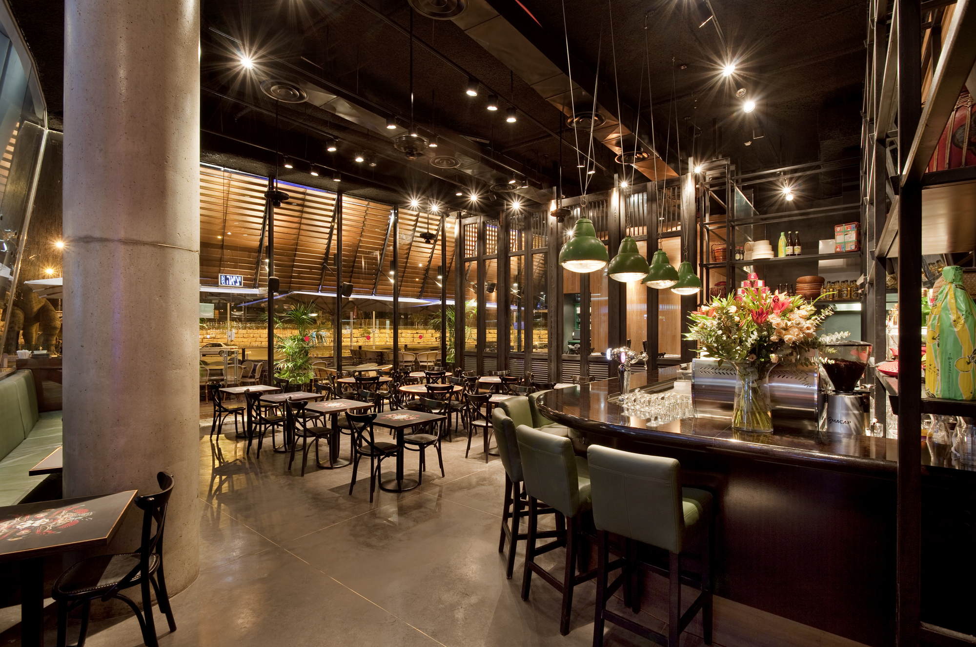 Giraffe Noodle Bar / Levy Chamizer architects, © Pinchuk