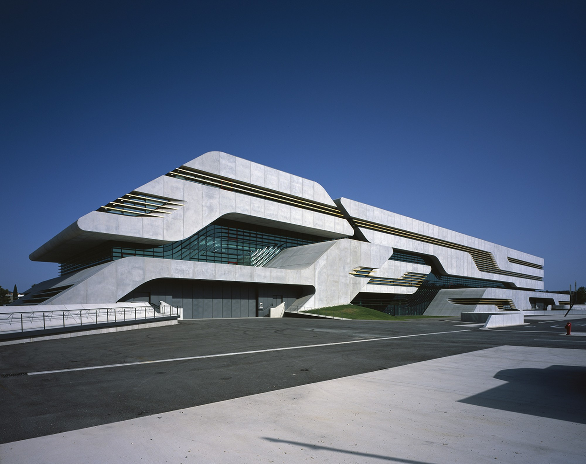 Pierres vives zaha hadid architects archdaily for Architecture zaha hadid