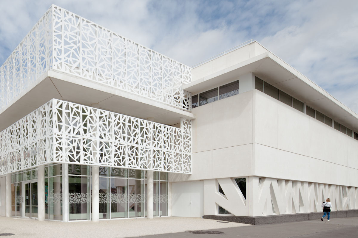 Jessie owens gymnasium picuria architectes archdaily for Schule design