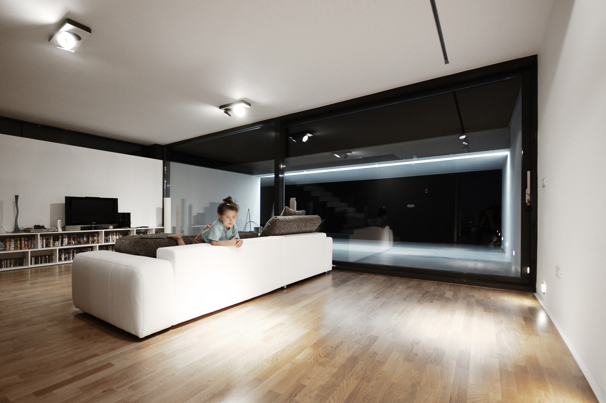 Gallery Of Black On White Parasite Studio 14