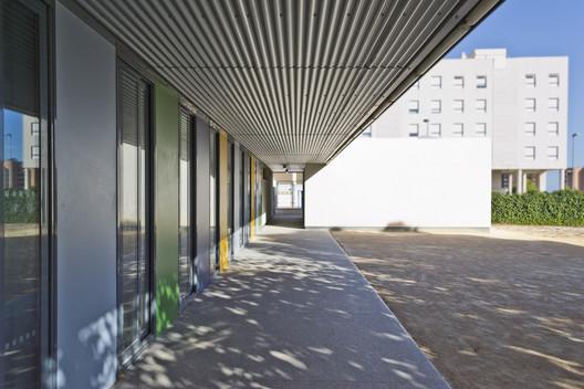 """COMEDOR en el Colegio de Primaria """" PLÁ DE BARRAQUES"""" / Belmonte Botella Arquitectos"""