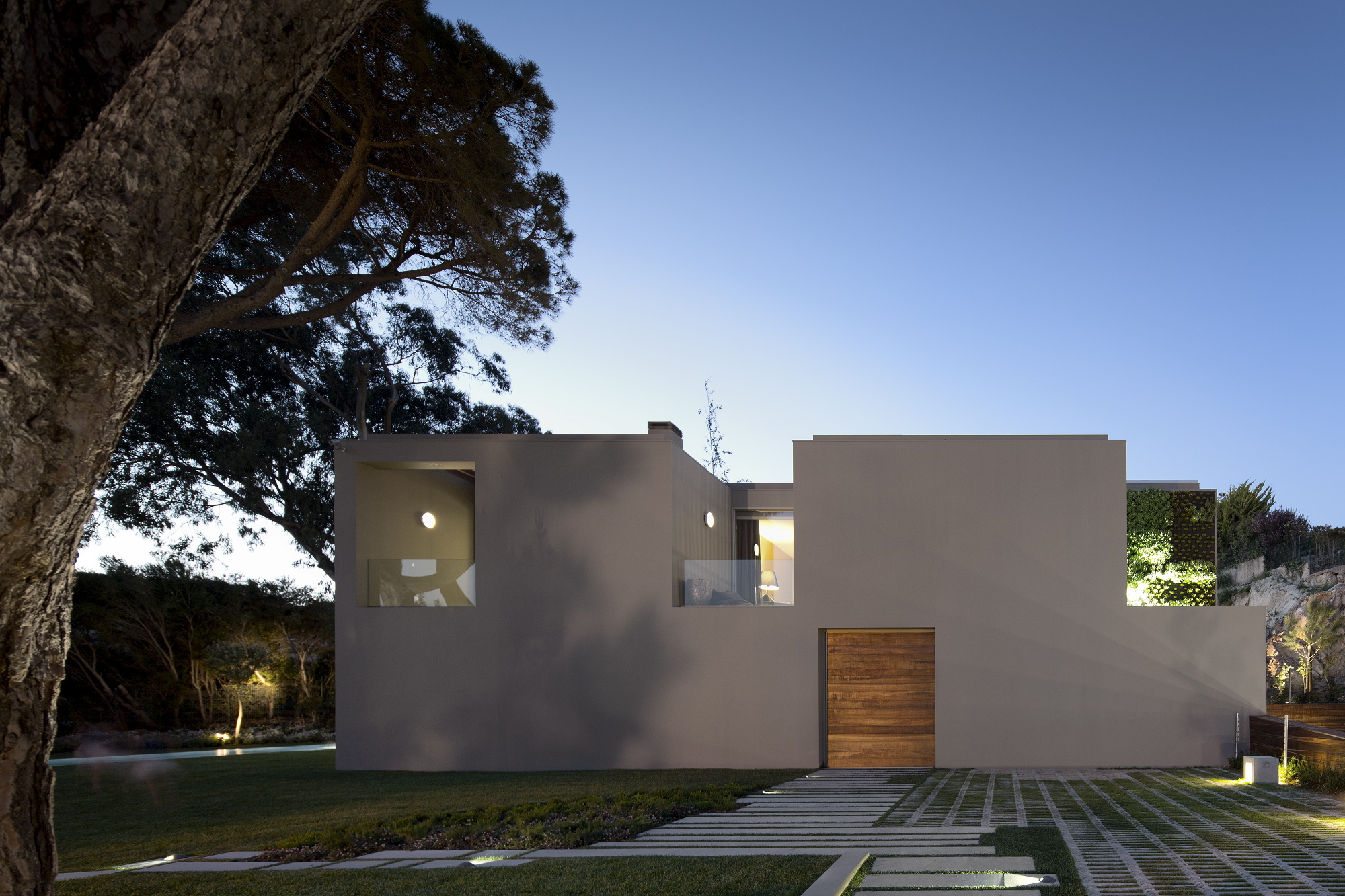 Gallery of house in quinta patino frederico valsassina for Casa quinta minimalista