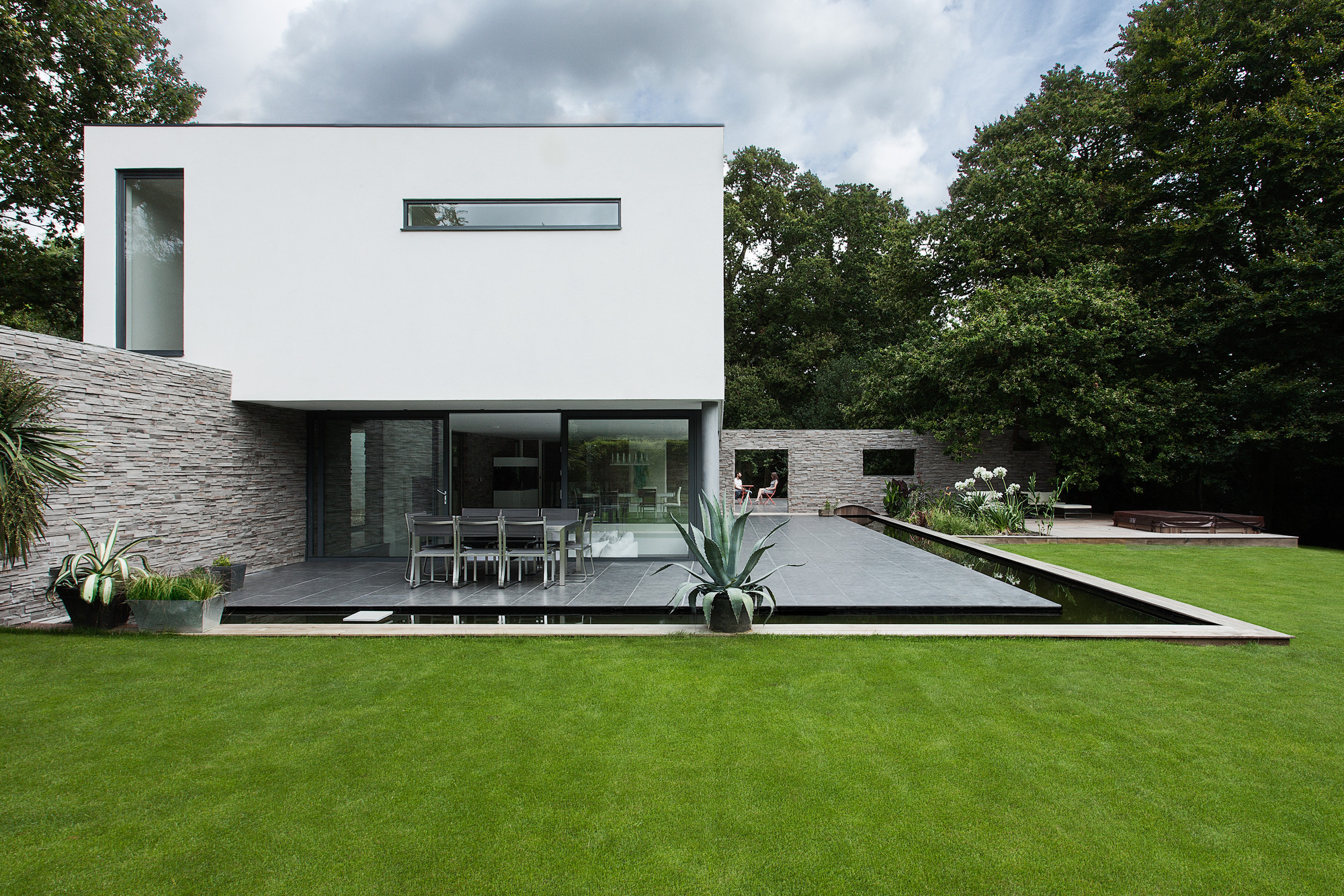 Gallery of abbots way ar design studio 5 for Minimalist house design uk