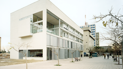 Centro Para Gente Mayor y Viviendas Tuteladas / Jordi Farrando