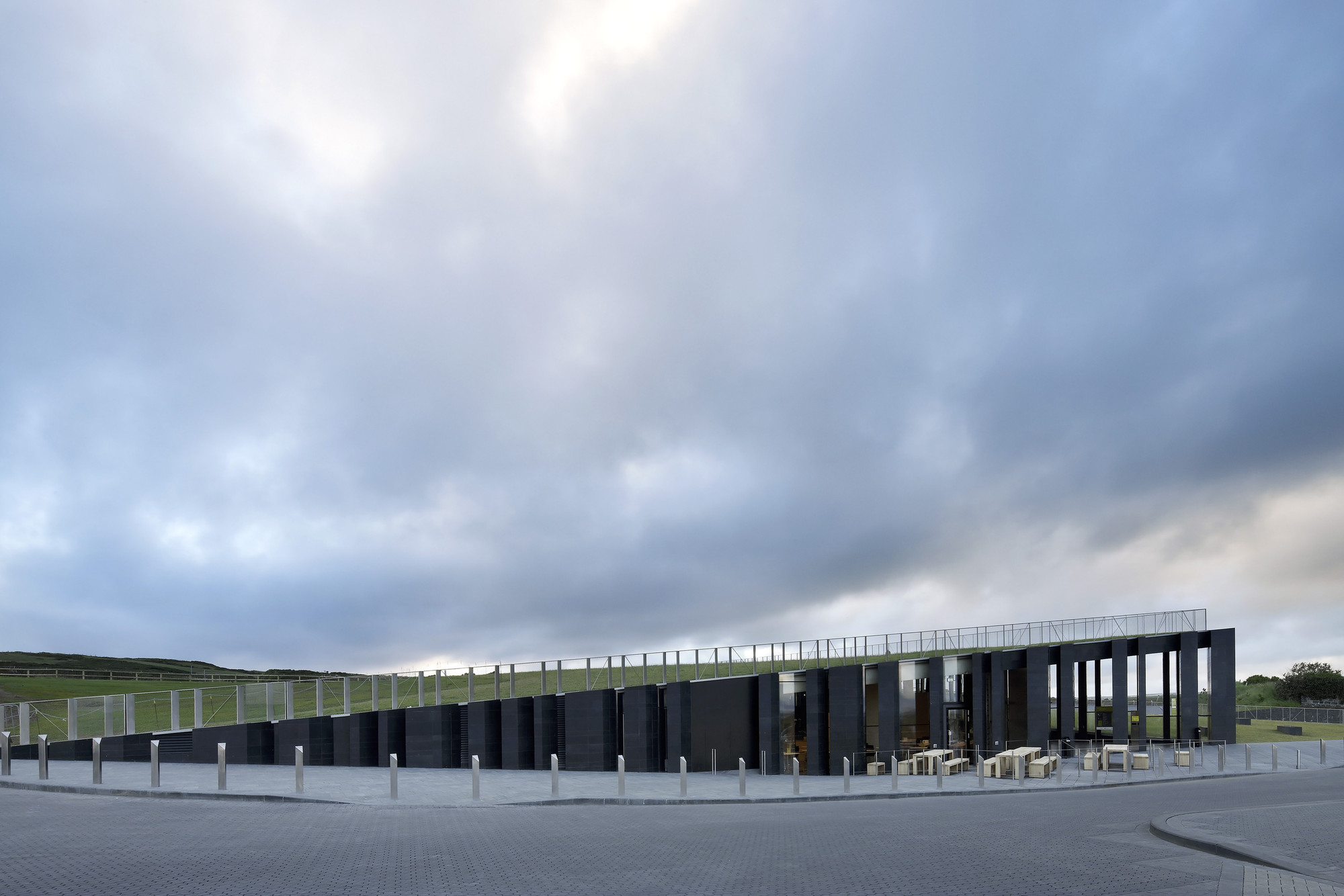 Giants >> Gallery of Giants Causeway Visitor Centre / Heneghan Peng Architects - 15