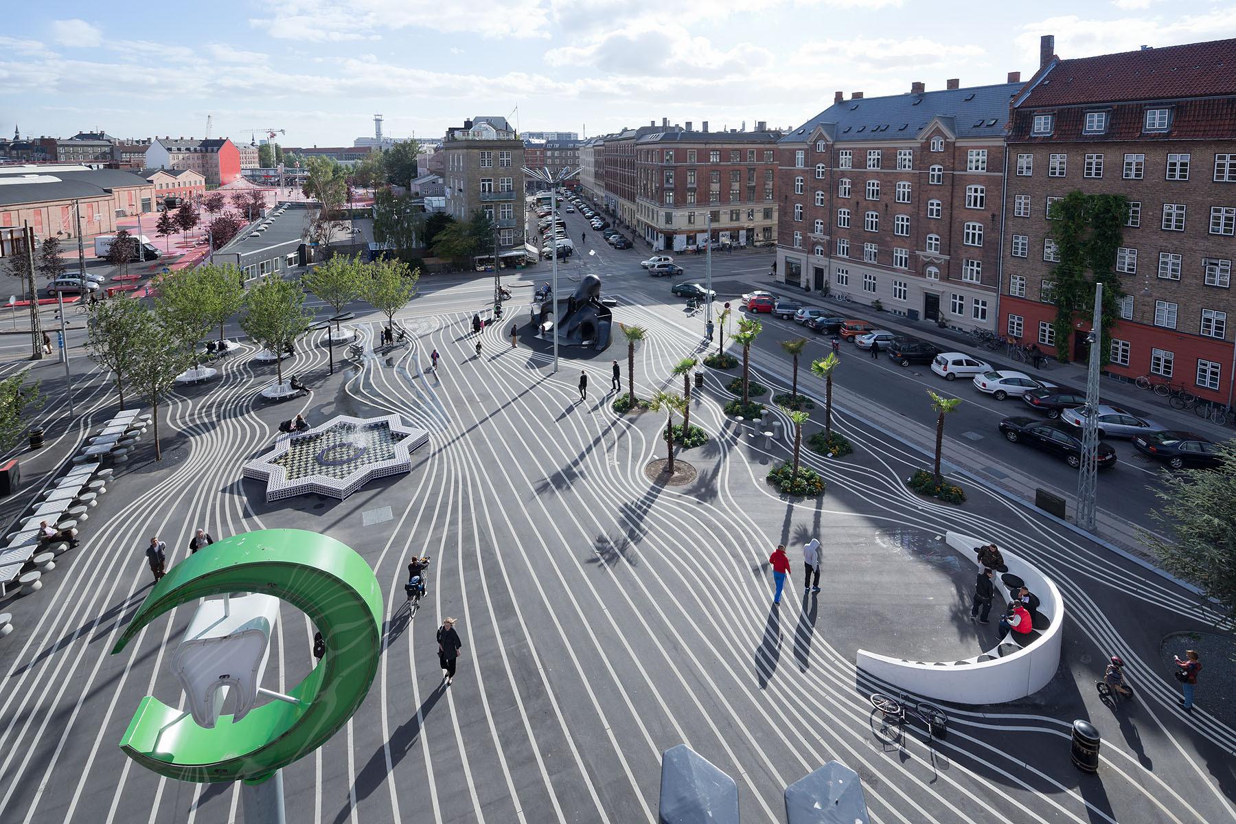 Superkilen topotek 1 big architects superflex for Outer space urban design