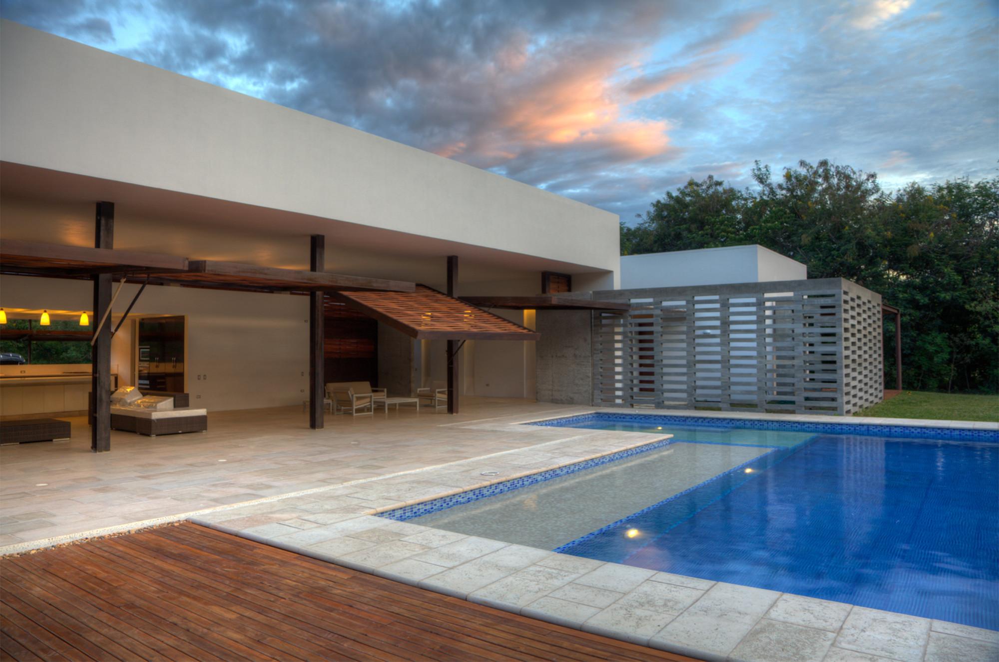 House 60 / De La Carrera - Cavanzo Arquitectura, © Luis Alberto Mariño