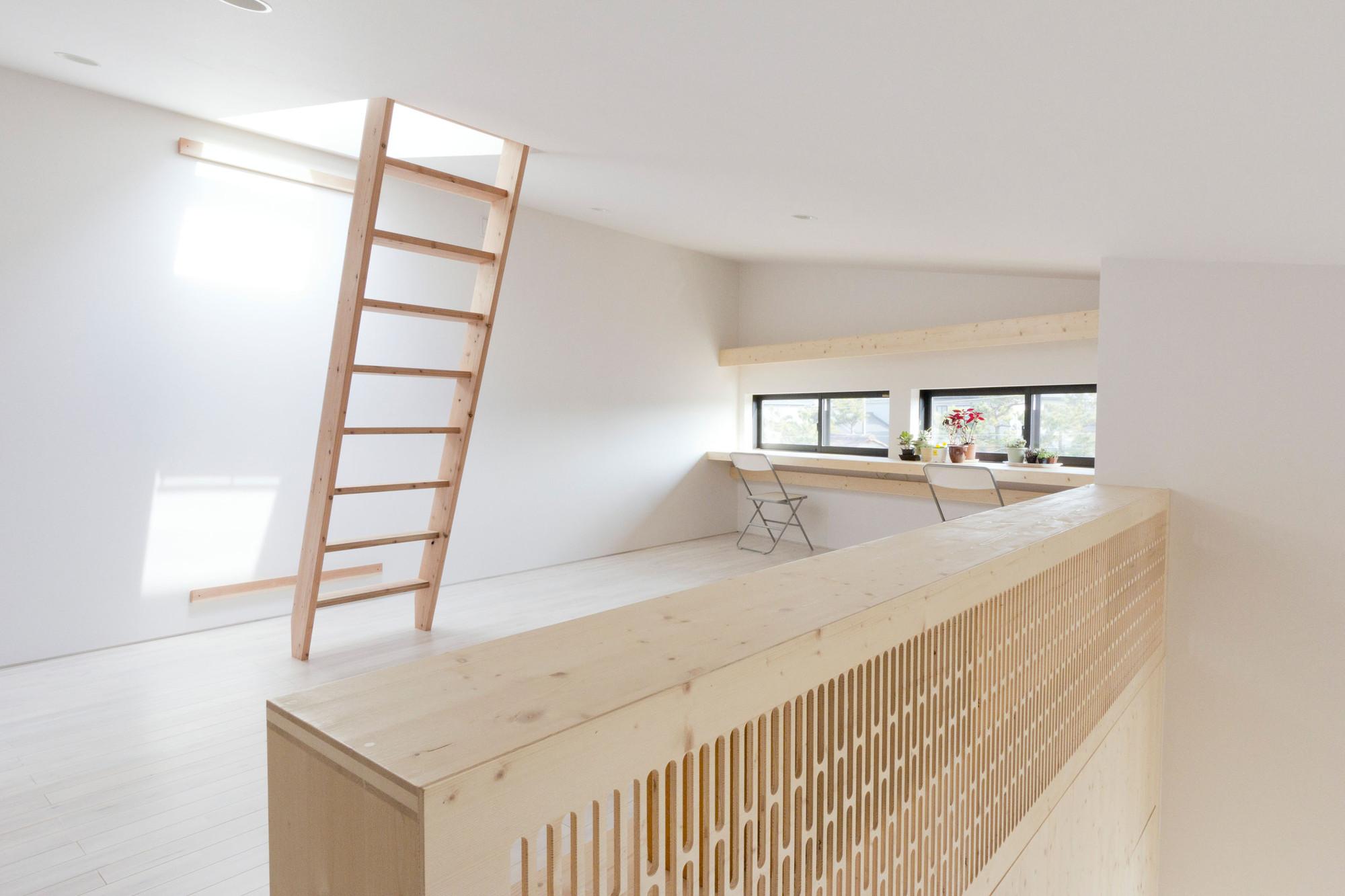 Onjuku Beach House / BAKOKO