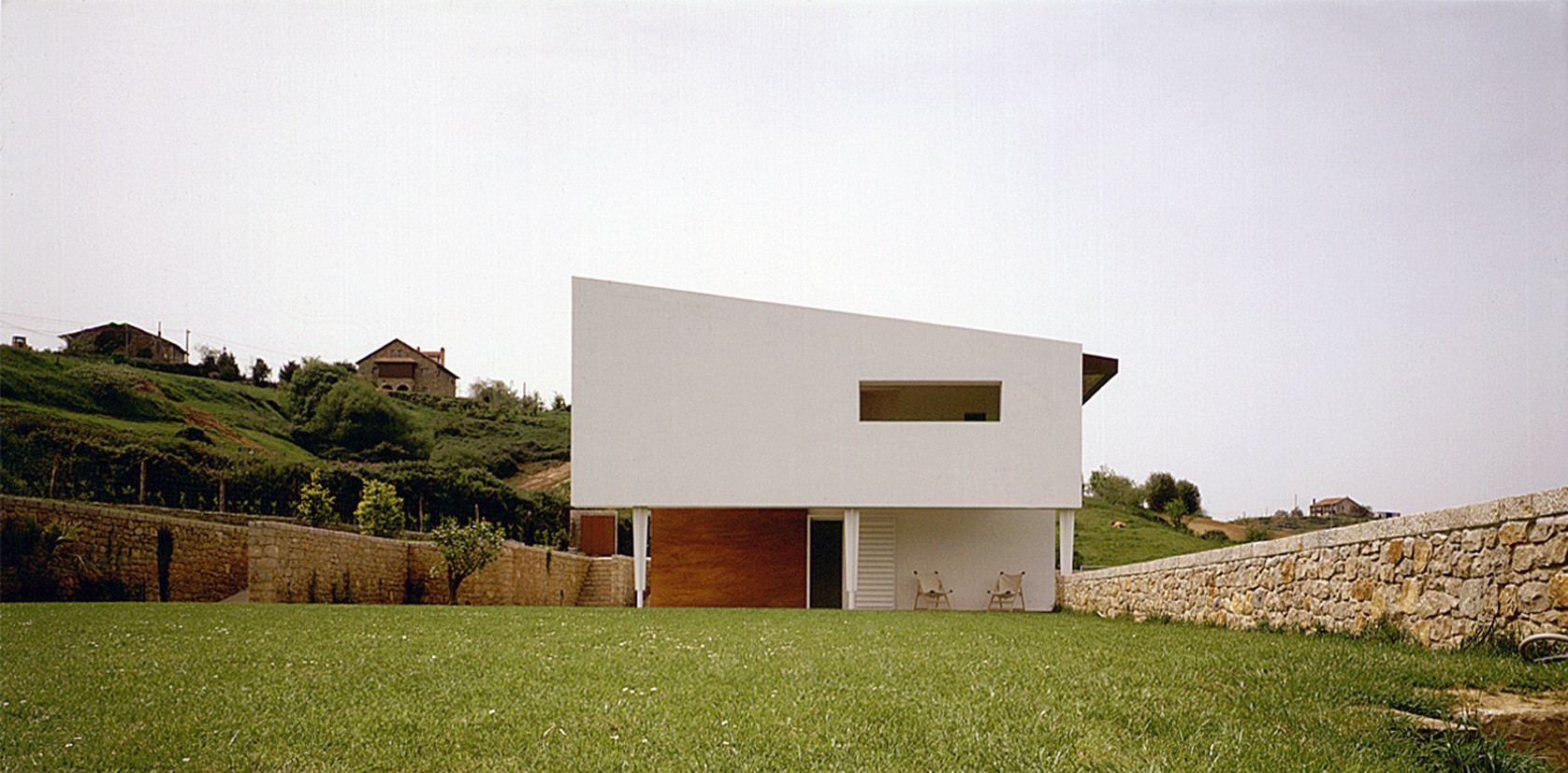 Galer a de vivienda unifamiliar en ruise ada ru z larrea for Casa minimalista la plata